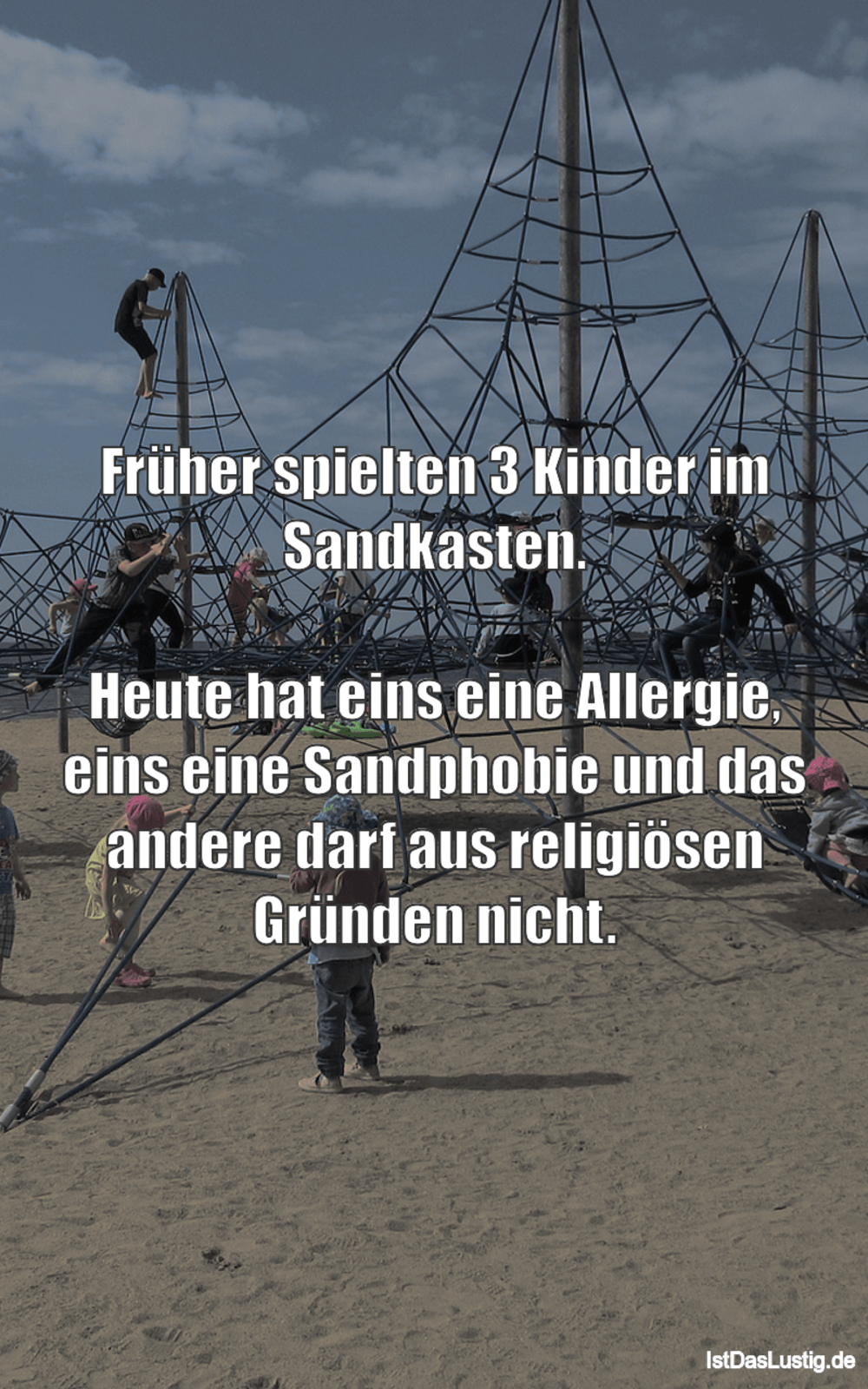 Lustiger BilderSpruch - Früher spielten 3 Kinder im Sandkasten.  Heute...